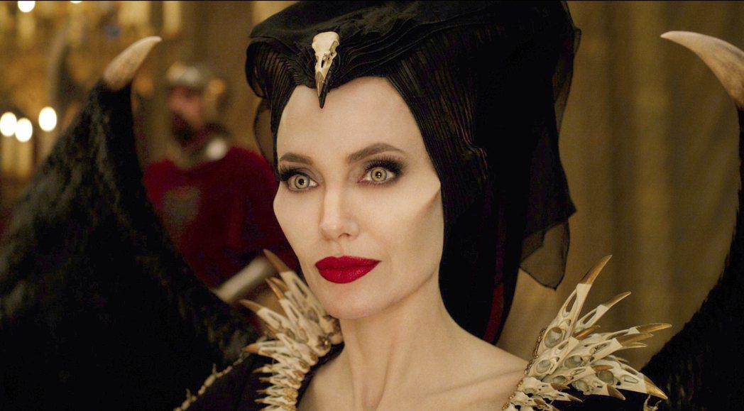 「黑魔女2」裘莉美到讓人屏息。圖/迪士尼提供
