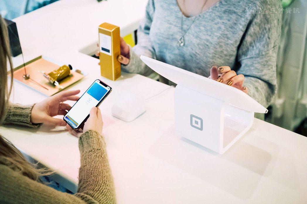 雙11購物節即將來臨,三竹資訊提供穩定的企業簡訊發送平台,讓消費者不漏接刷卡通知...