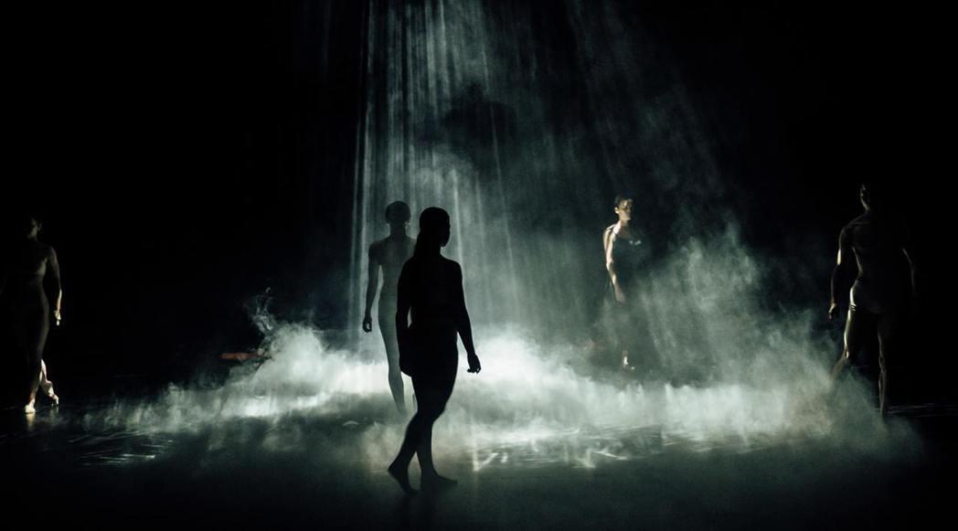 謝杰樺老師的—謝杰樺X安娜琪舞蹈劇場《永恆的直線》。