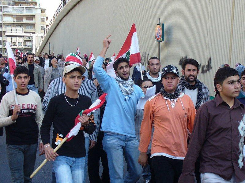 黎巴嫩政府雖宣布改革,但民眾仍上街抗議,要求政府下台。(Photo by Ha...
