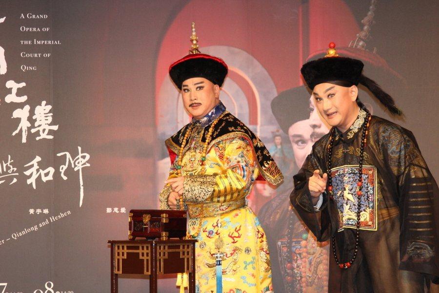 乾隆(左)與和珅(右)的故事家喻戶曉,唐文華、溫宇航想演出不同的版本,但也不得不