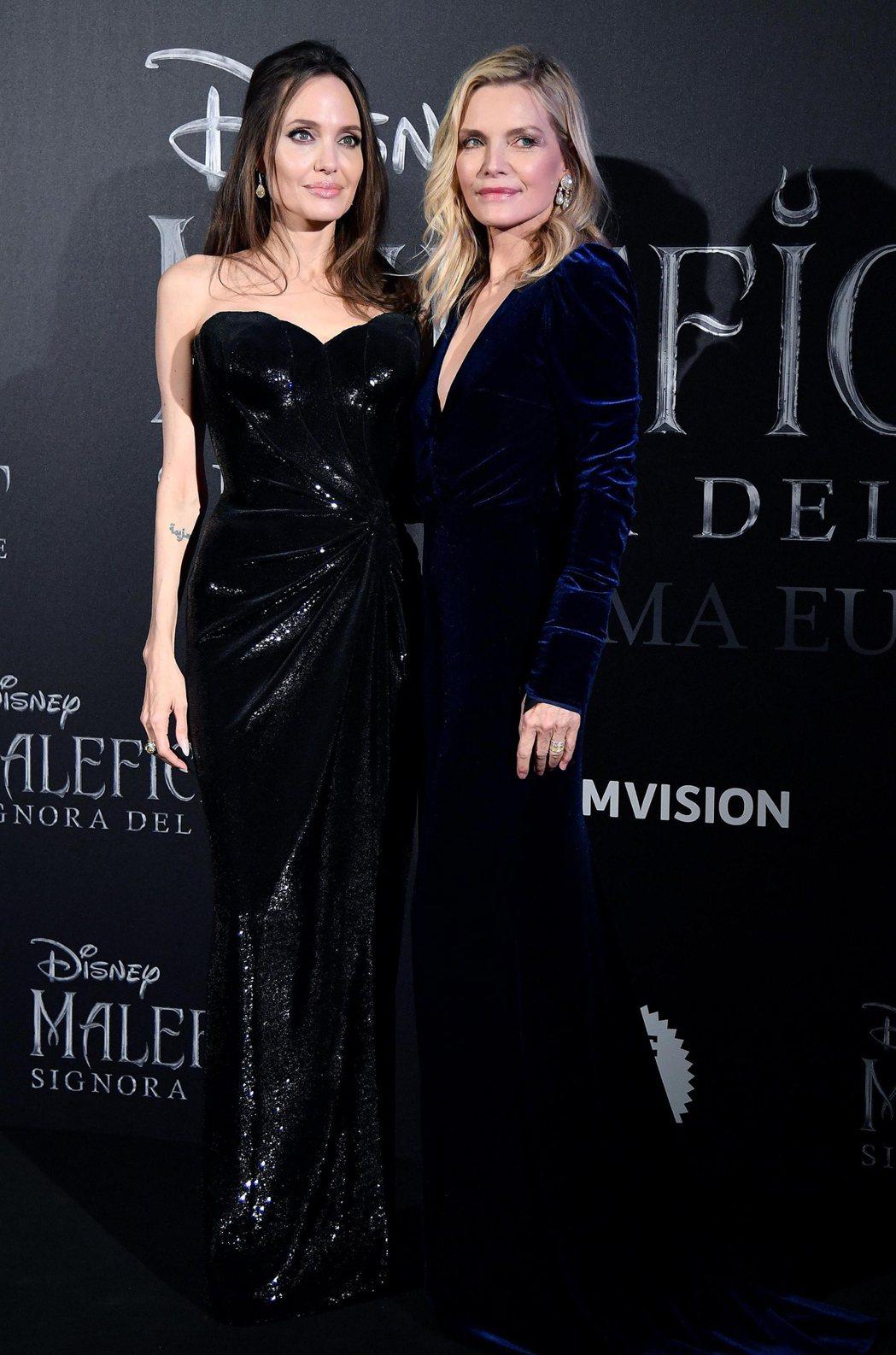 安琪莉娜裘莉(左)和蜜雪兒菲佛一起為「黑魔女2」作宣傳,彼此間沒啥火藥味。圖/歐...