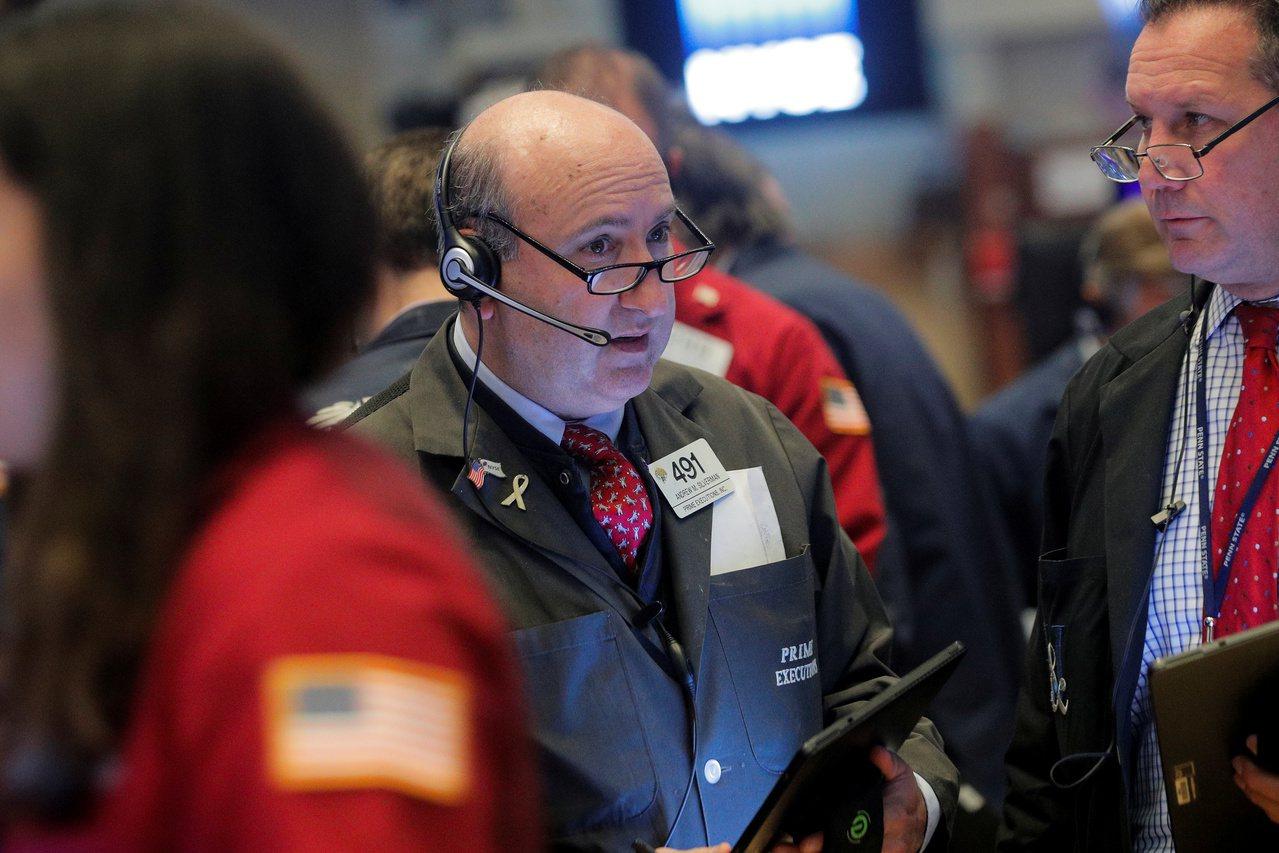美中貿易談判出現樂觀跡象,激勵美股三大指數周一全面上揚。 路透