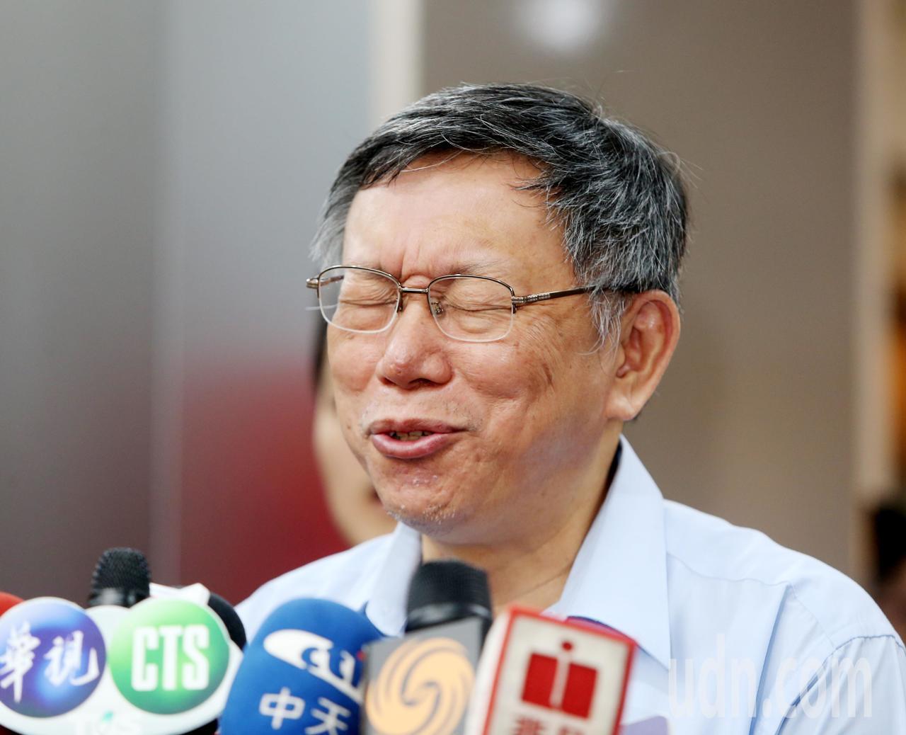 台北市長柯文哲上午接受媒體聯訪,有人問到吳敦義列入國民黨立委不分區名單的敏感政治...