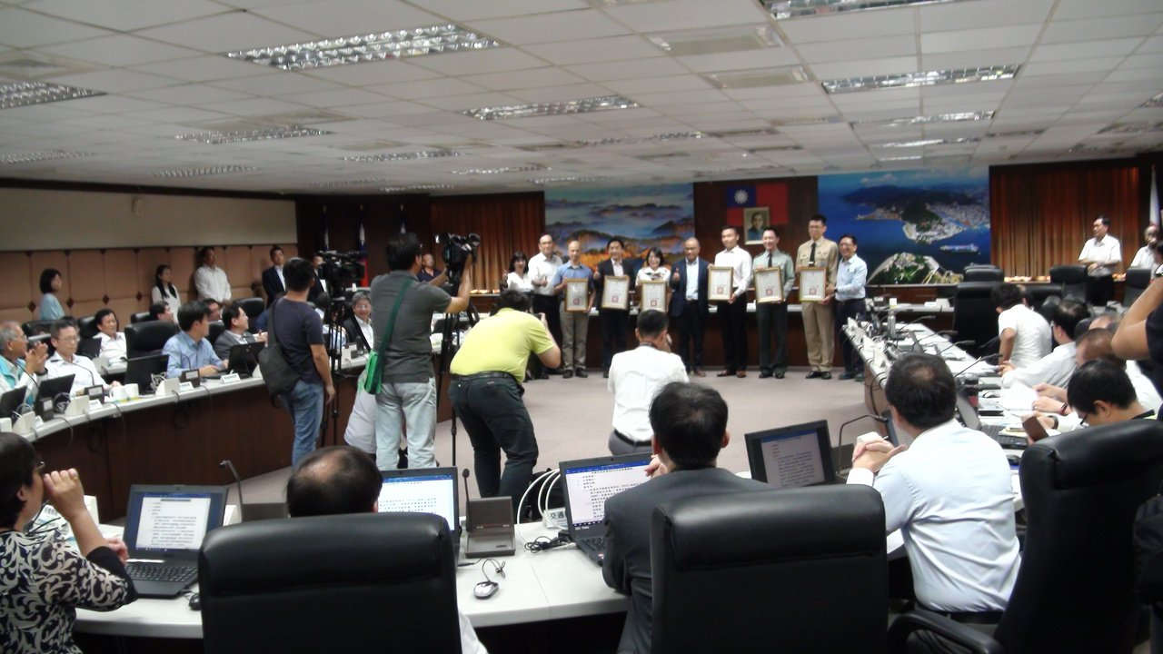 高雄市長韓國瑜在上周市政會議後宣布請假三個月,今天是韓國瑜請假後高雄市的第一個市...