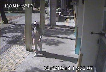 戴姓男子變裝進入校園趁機涉嫌行竊,影像全都錄。記者范榮達/攝影