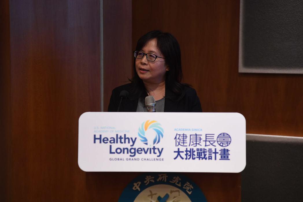 中研院植物暨微生物學研究所長吳素幸表示,台灣已步入高齡化社會,此次與美國國家醫學...