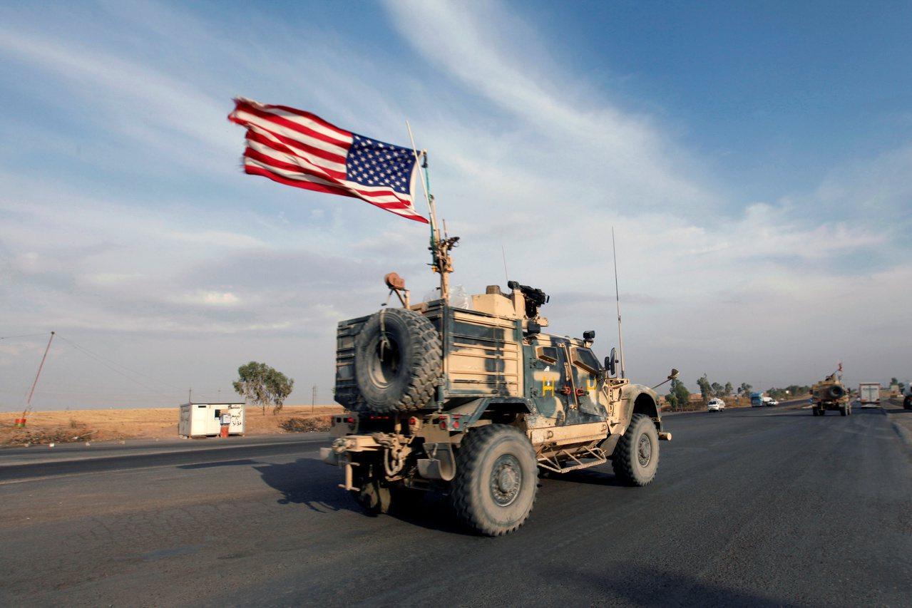 從敘利亞北部撤到伊拉克的美軍。路透