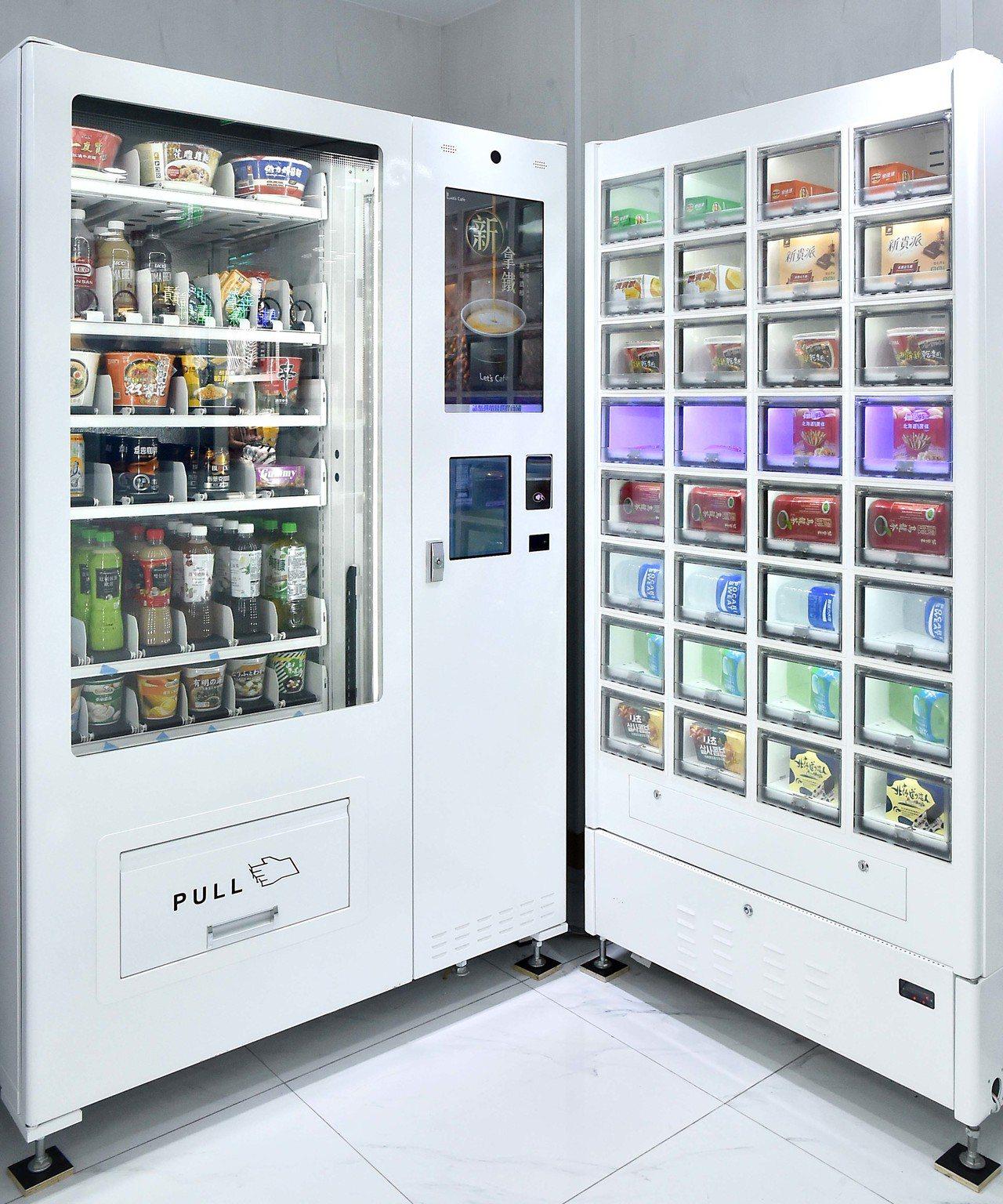 透明櫥櫃式智能販賣機,不僅可讓消費者直接看到實品,提升購買意願,還可透過全家Ap...