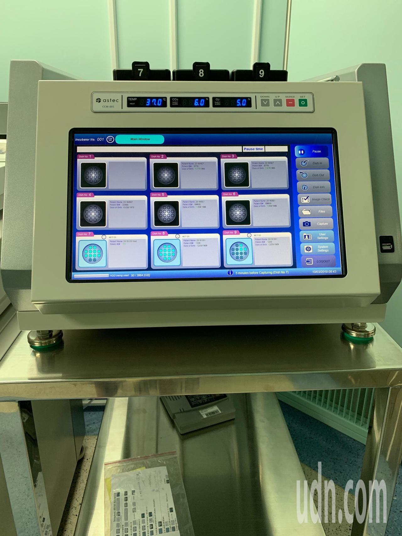 「胚胎縮時攝影監控培養箱」透過縮時攝影的方式,記錄胚胎分裂和早期發育的儀器,結合...
