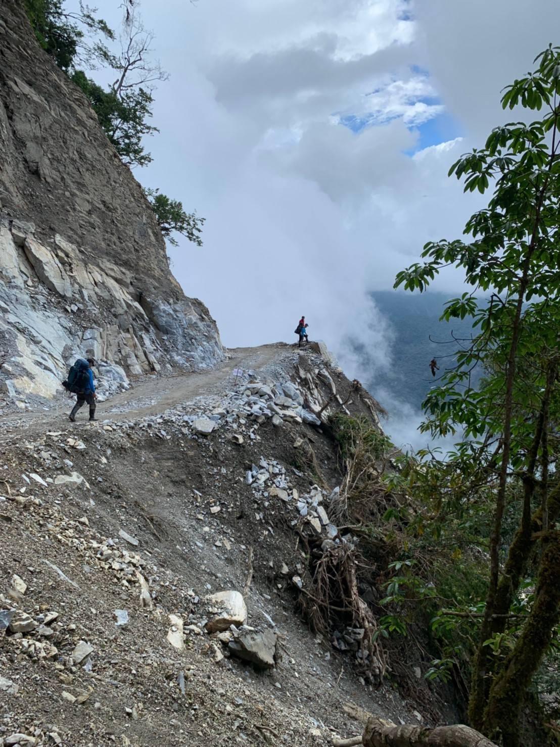 花蓮萬榮林道36公里處為崩塌地形。圖/花蓮縣消防局提供