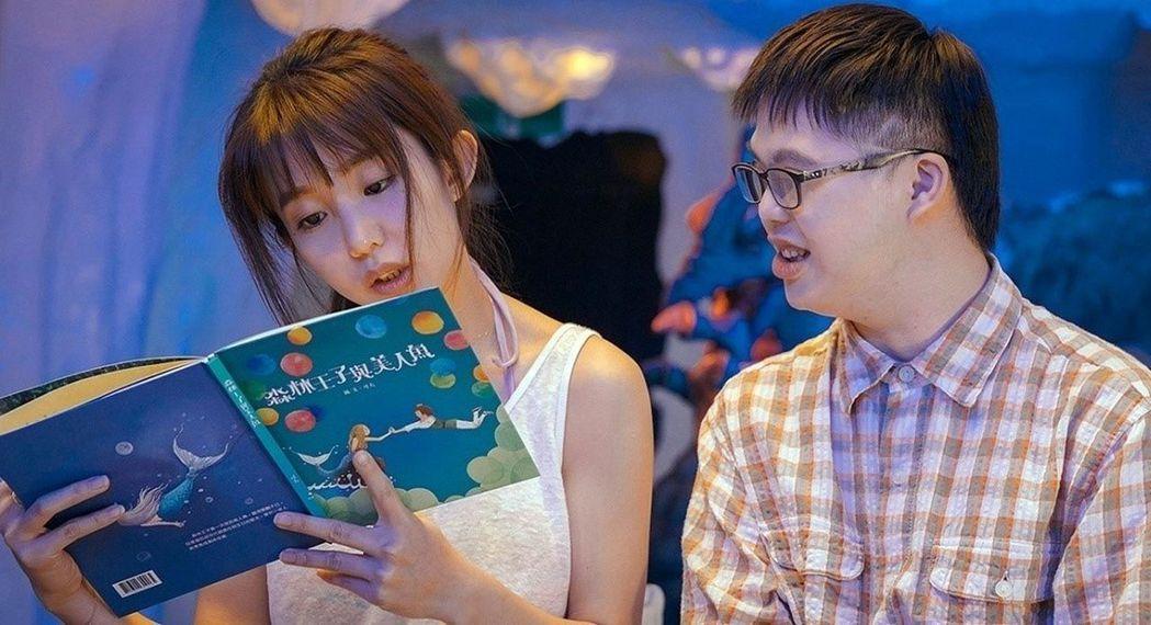 曾奪金馬獎最佳新演員的郭淑瑤(左),與唐寶寶Leo合作新片,以喜憨兒的視角看世界