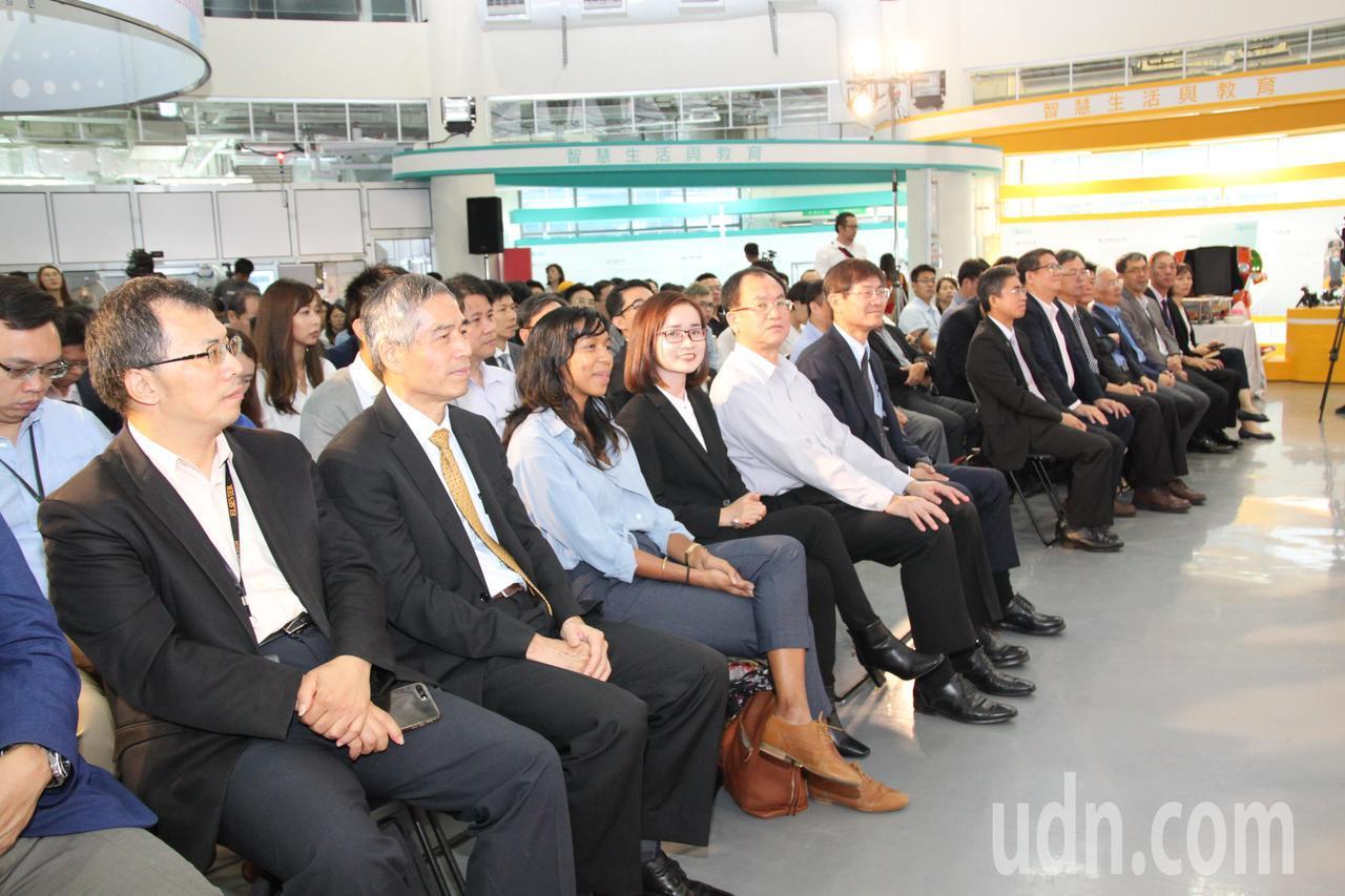 新創產業需要資金,科技部中科管理局為凝聚中台灣育成加速能量,發展智慧機械、智慧醫...