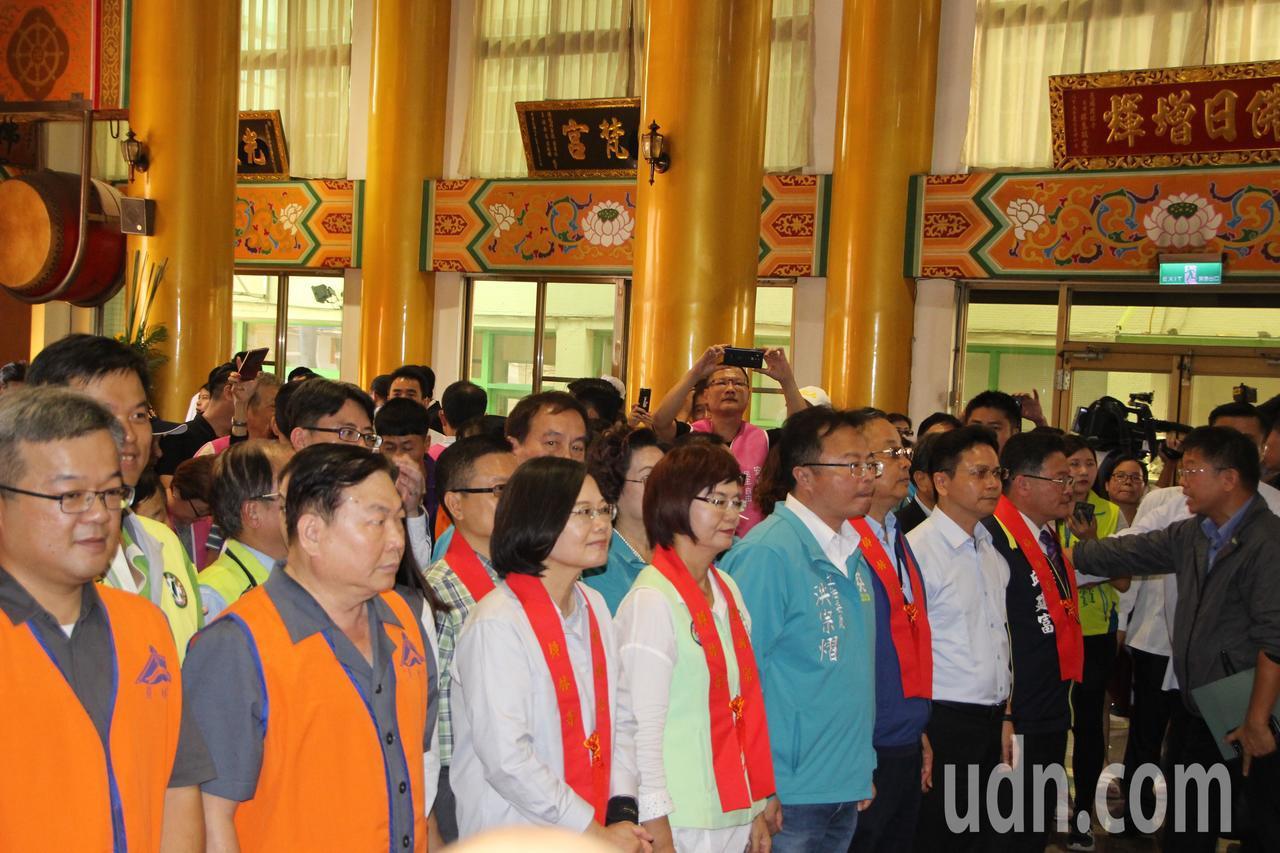 總統蔡英文今天到員林禪寺參拜。記者林敬家/攝影