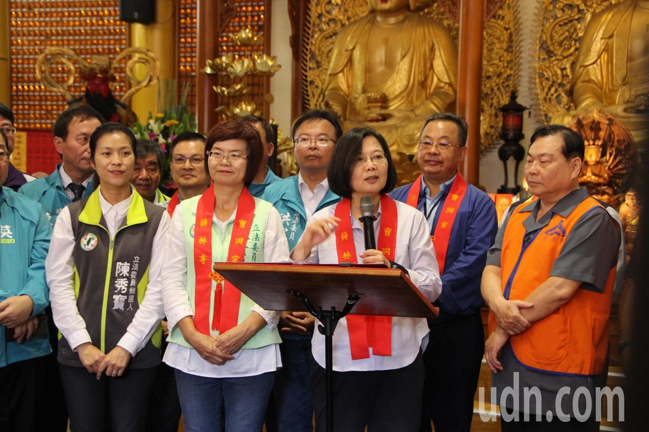 總統蔡英文今天到彰化府員,中午到員林禪寺參拜。記者林敬家/攝影