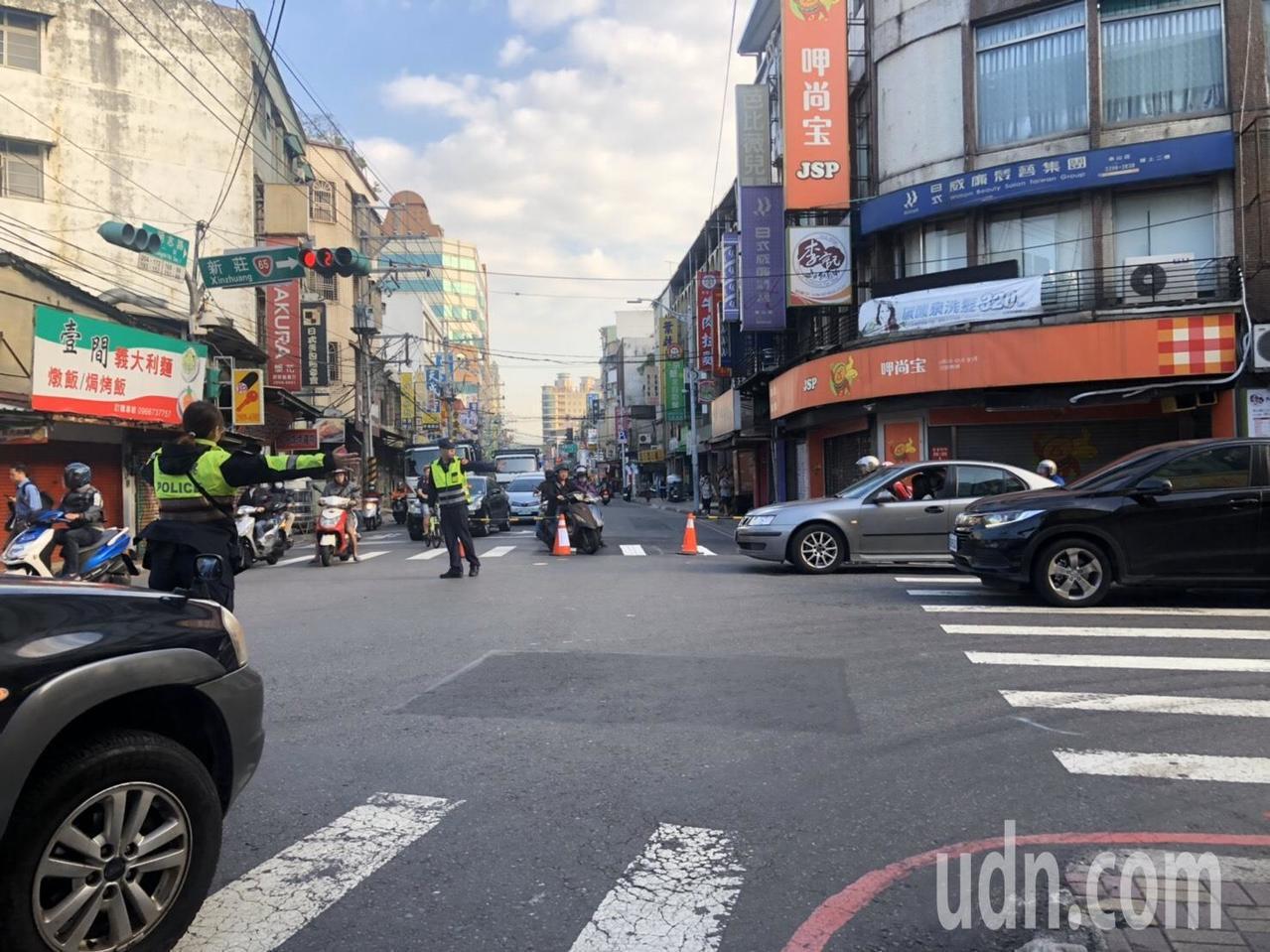 警方從昨天開始在泰山區明志路一段周邊封路,以便工程單位搶修。圖/警方提供