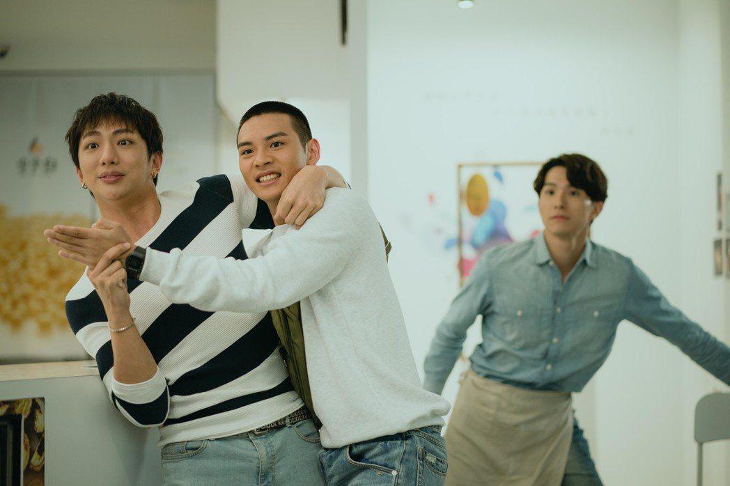 明杰(左起)與劉韋辰、張瀚元合作「那一天」。圖/LINE TV提供