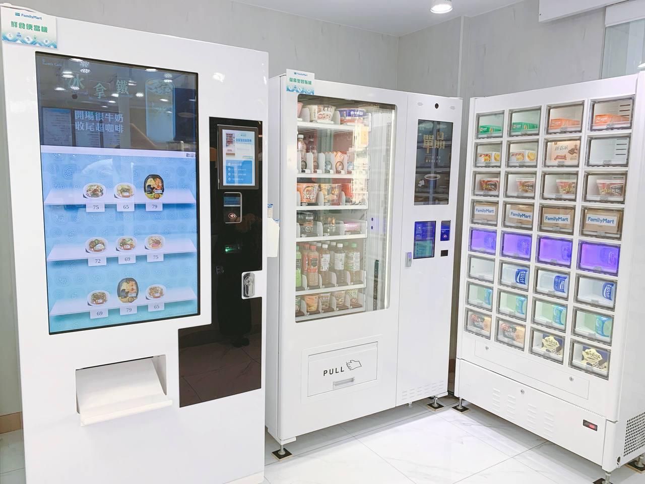 特色「智販機」提供各式鮮食服務,滿足民眾味蕾。記者徐力剛/攝影