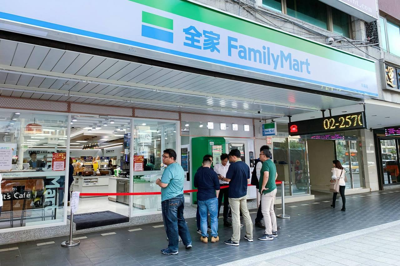 全家超商拒刷卡惹民怨 銀行局緊急開會給緩衝