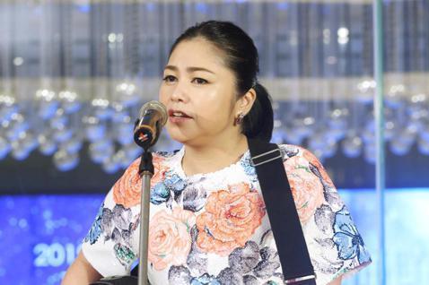 夏川里美20周年紀念巡迴演唱會將於12月在北中南舉行,這是夏川里美9度攻台開唱,在記者會中演唱了名曲「淚光閃閃」。