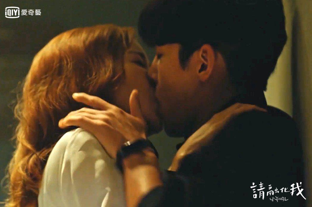 尹世雅和池昌旭激吻。圖/愛奇藝台灣站提供