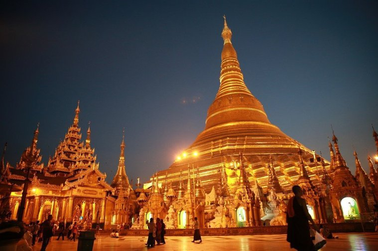 緬甸大金塔,不僅是觀光熱點,更是當地民眾信仰中心。記者黃義書/攝影