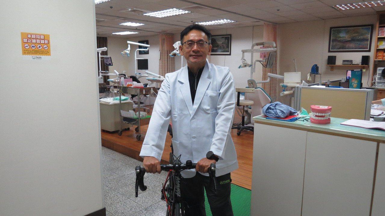 苗栗市子弟口腔外科醫師洪敦杰最近加入苗醫團隊,他也熱愛運動。記者范榮達/攝影