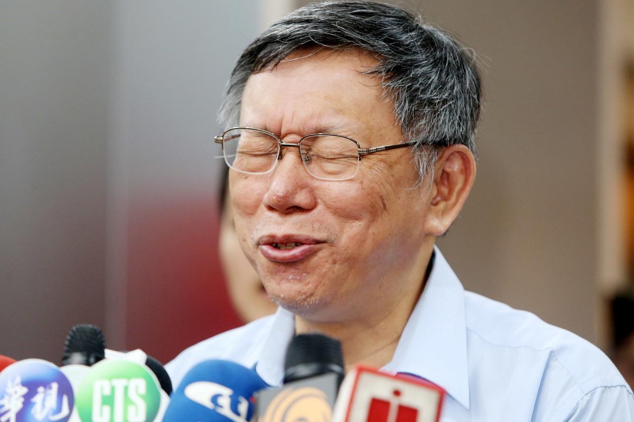 台北市長柯文哲上午接愛媒體聯訪,有人問到吳敦義列入國民黨立委不分區名單的敏感政治...