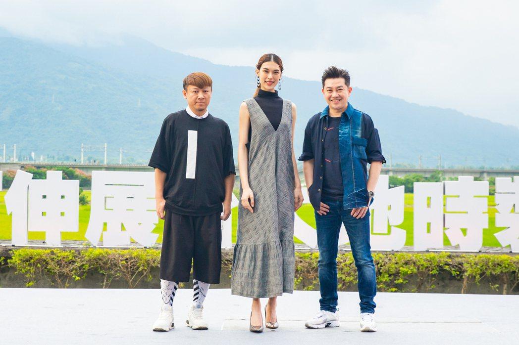 造型師李明川(右起)、名模王思偉、設計師沙布喇.安德烈出席大地時裝秀擔任評審。圖...