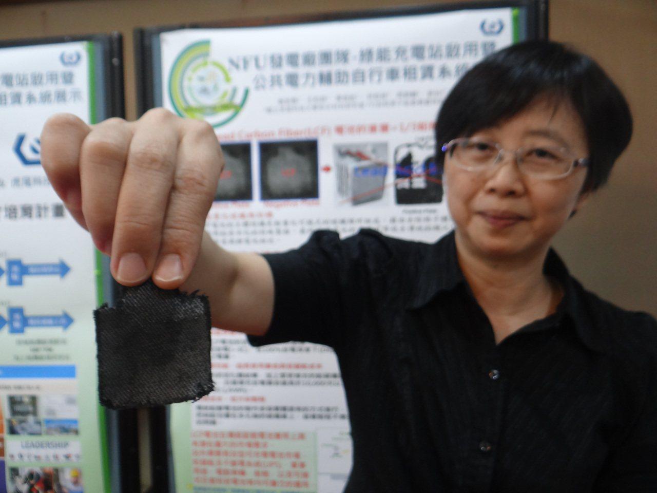虎科大研發的「鉛碳纖維電極」,只薄薄一片充放電可高達1萬次,效能不輸給鋰電池,對...