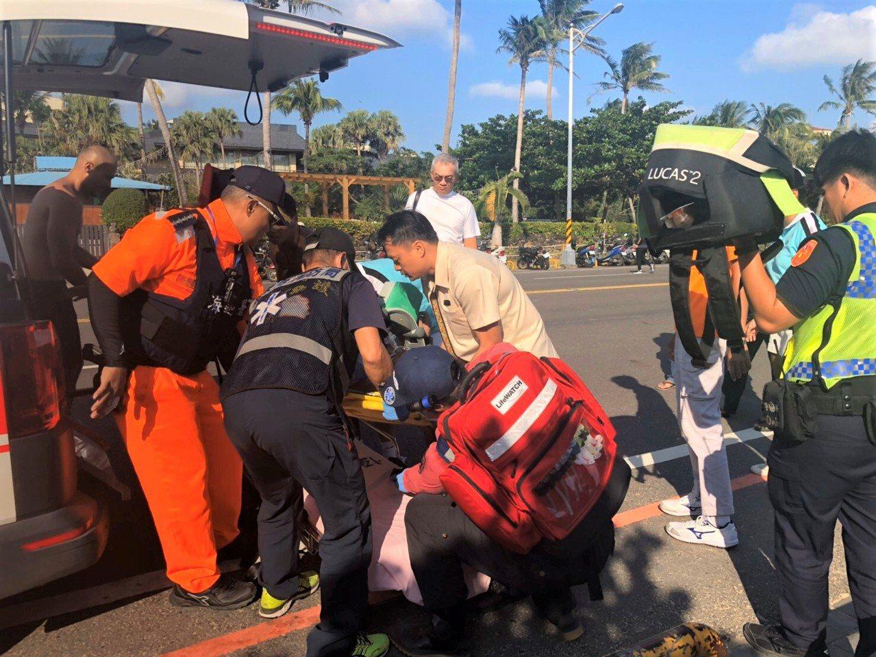48歲的吳姓男遊客在墾丁外海溺水,海巡、警消及民間救難團體合力救援上岸,發現已無...