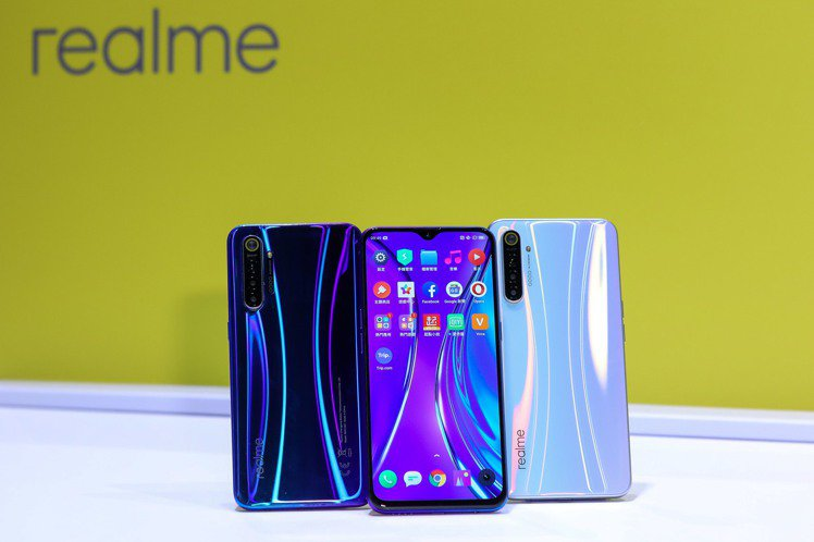 realme XT,建議售價7,990元(8GB/128GB),提供星圖藍、銀翼...
