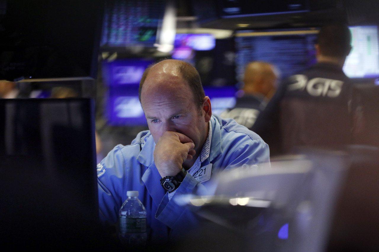 高盛預估,2019年股票回購總規模將減少15%至7,100億美元。美聯社