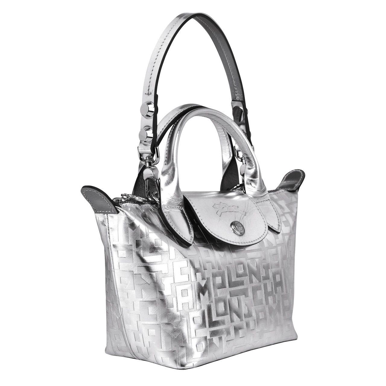 Le Mini Pliage Cuir Metal LGP銀色迷你手提包,售價1...