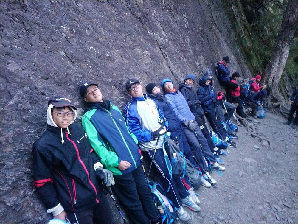 玉山國中學生登玉山,不僅鍛鍊體能,也開闊了視野。圖/玉山國中提供