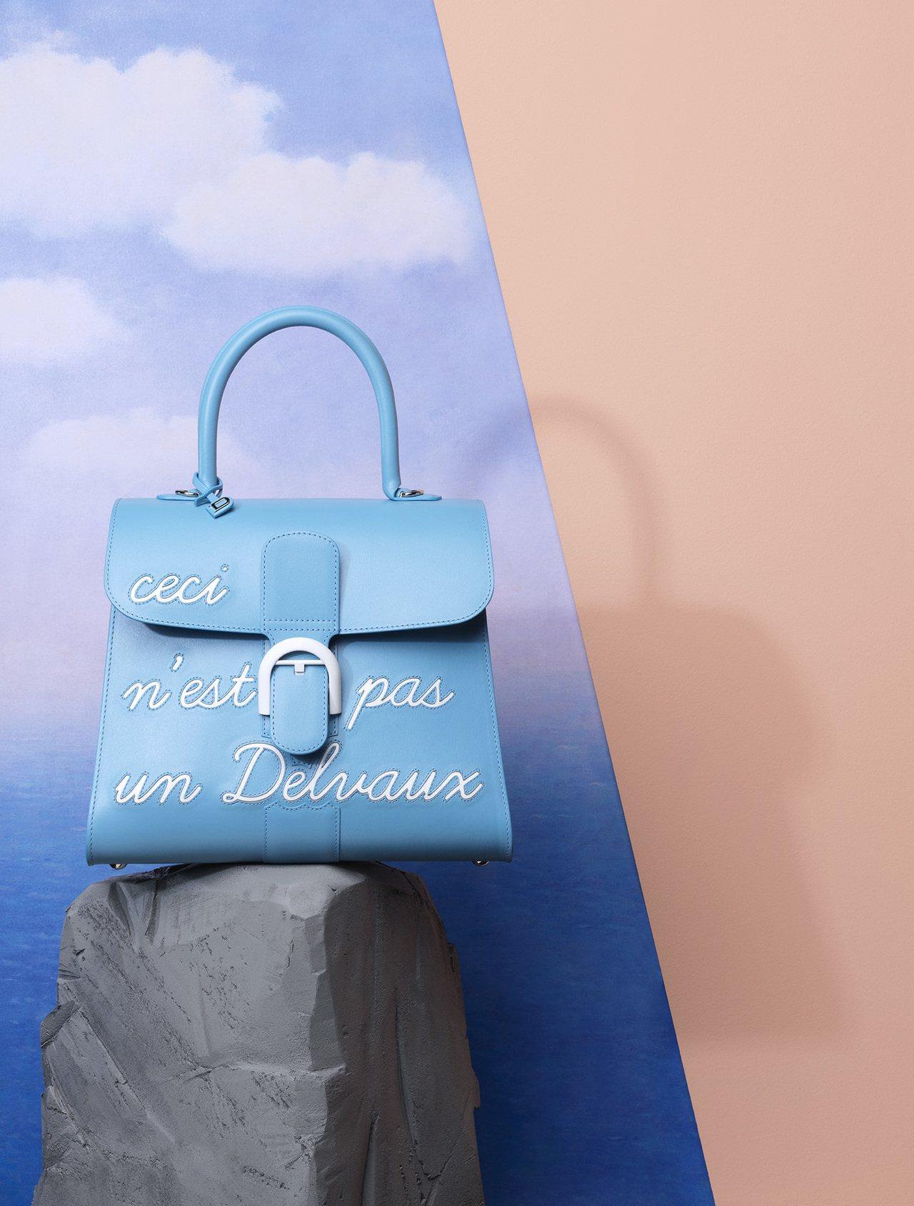 Magritte系列 天堂藍LHumour中型牛皮肩背包,價格店洽。圖/DELV...