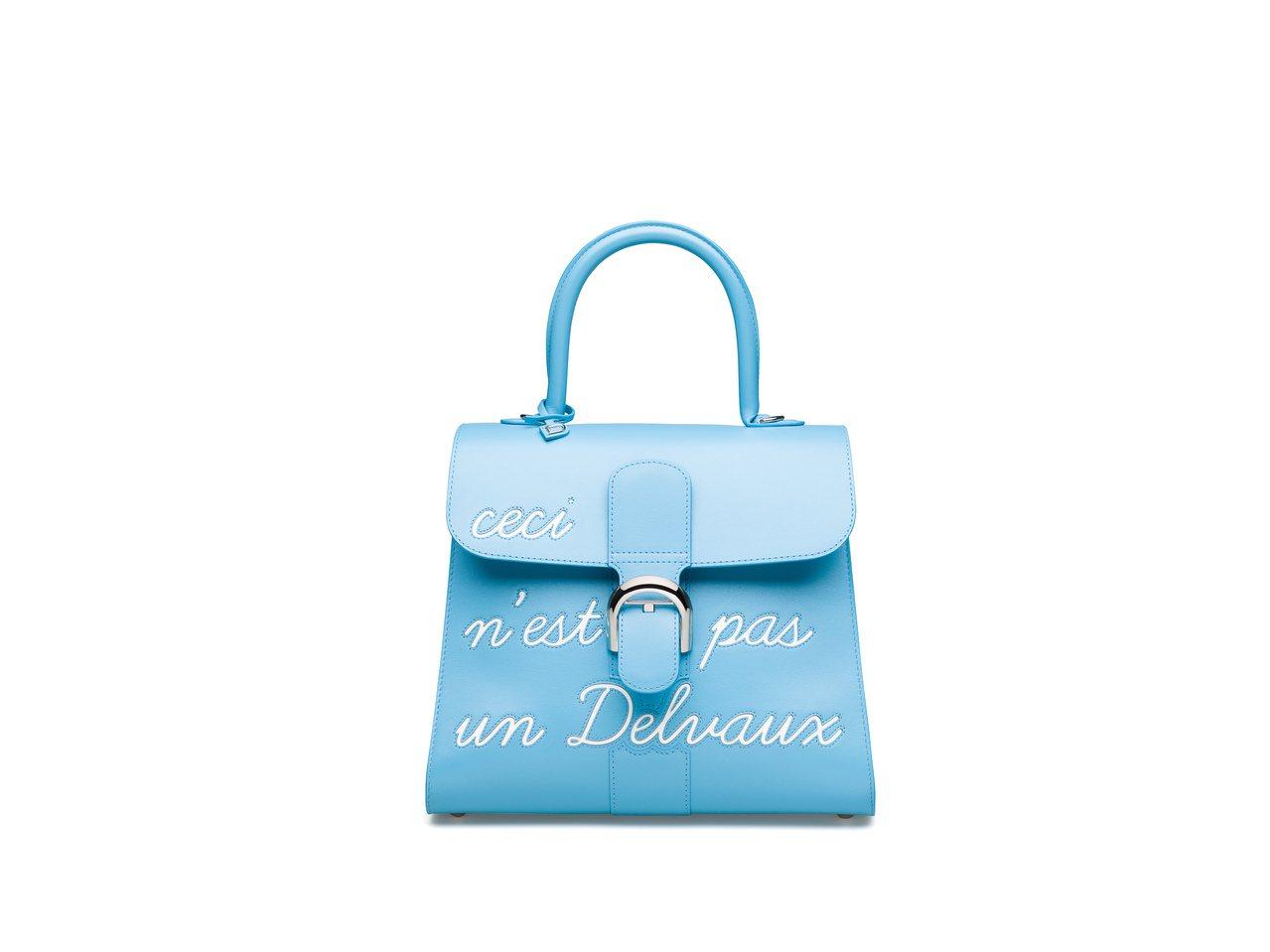 Magritte系列 天堂藍LHumour中型牛皮肩背包 ,價格店洽。圖/DEL...