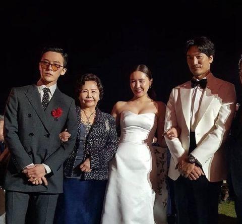 G-Dragon11日向軍中申請休假,外出參加姊姊婚禮,照片曝光讓粉絲既想念又期...