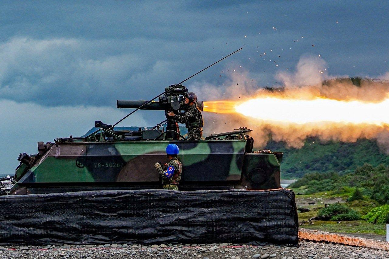 國軍月前實施「天馬操演」,由海軍陸戰隊陸戰99旅反裝甲連進行拖式飛彈實彈射擊。圖...