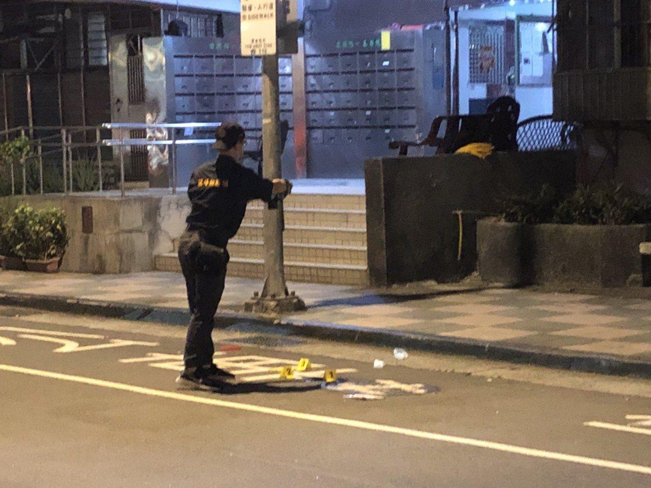 台北市一名男童獨自在臥室玩耍,推開窗戶墜落地面。記者廖炳棋/攝影