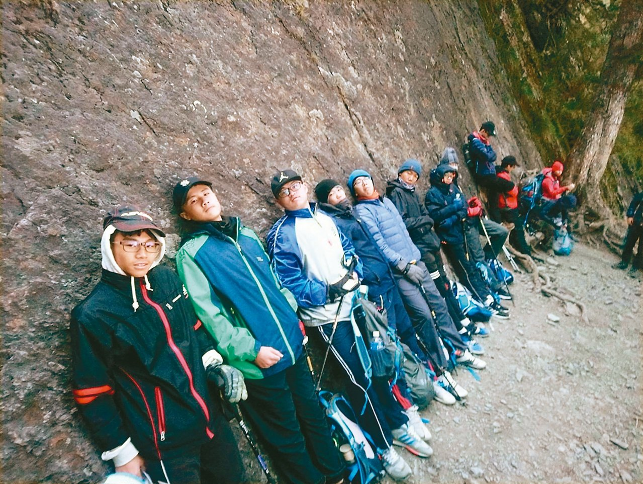 玉山國中學生登玉山,不僅鍛鍊體能,也開闊了視野。 圖/玉山國中提供