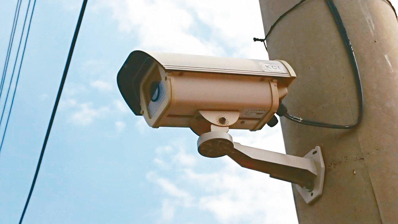 嘉義縣水上鄉公所去年增設約1800支監視器,卻發生廠商倒閉、找不到人維修。 記者...