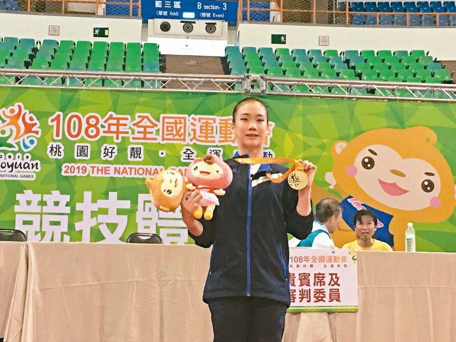 方可晴第三度挑戰全運會,終於收下女子全能金牌。 記者曾思儒/攝影