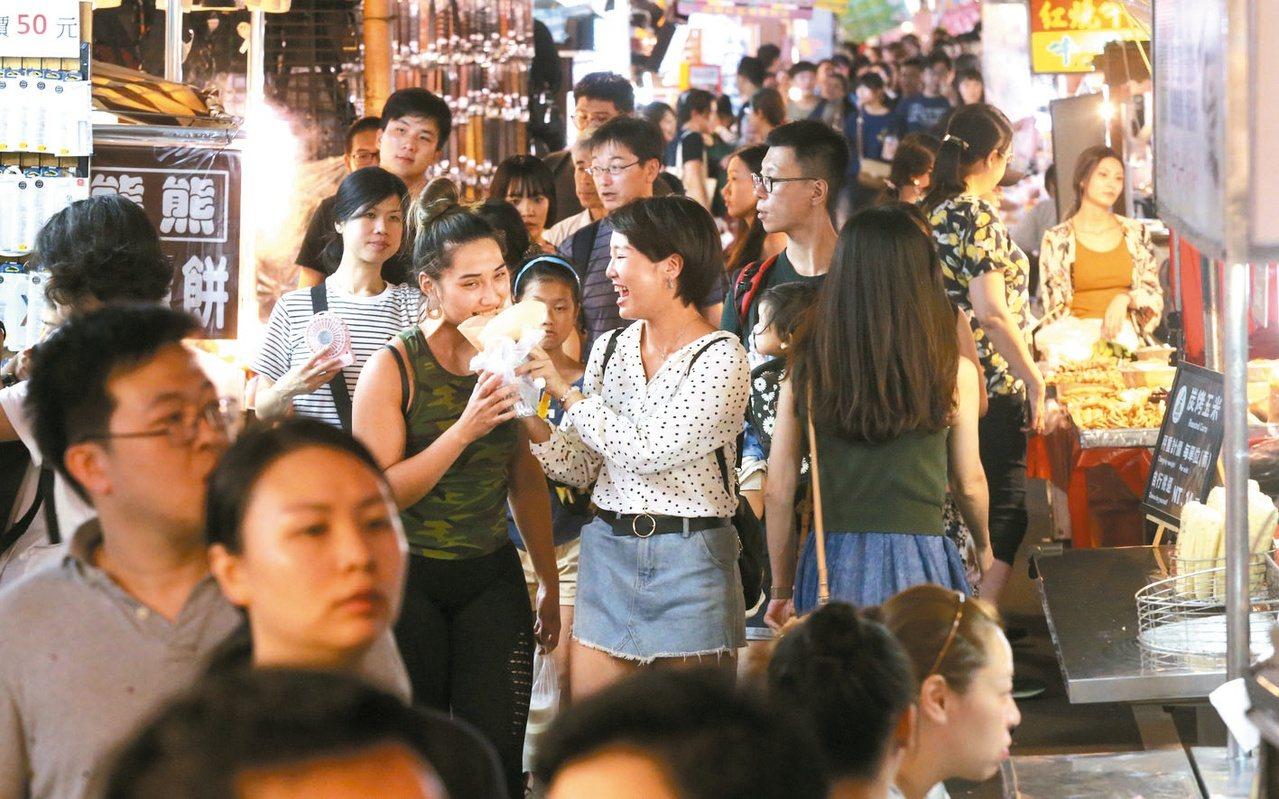 夜市抵用券領取與使用限制多。圖為台北士林夜市。圖/聯合報系資料照片