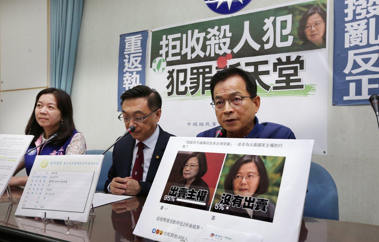針對陳同佳案,藍委賴士葆(右)昨批內政部長徐國勇前後說法不一。記者曾學仁/攝影