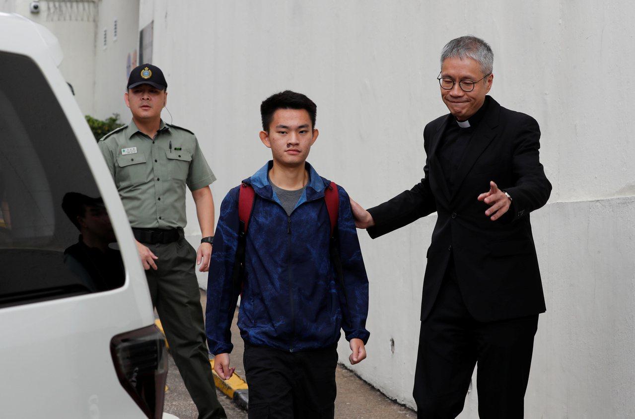 「箱屍命案」的兇嫌陳同佳今日上午9時出獄。路透