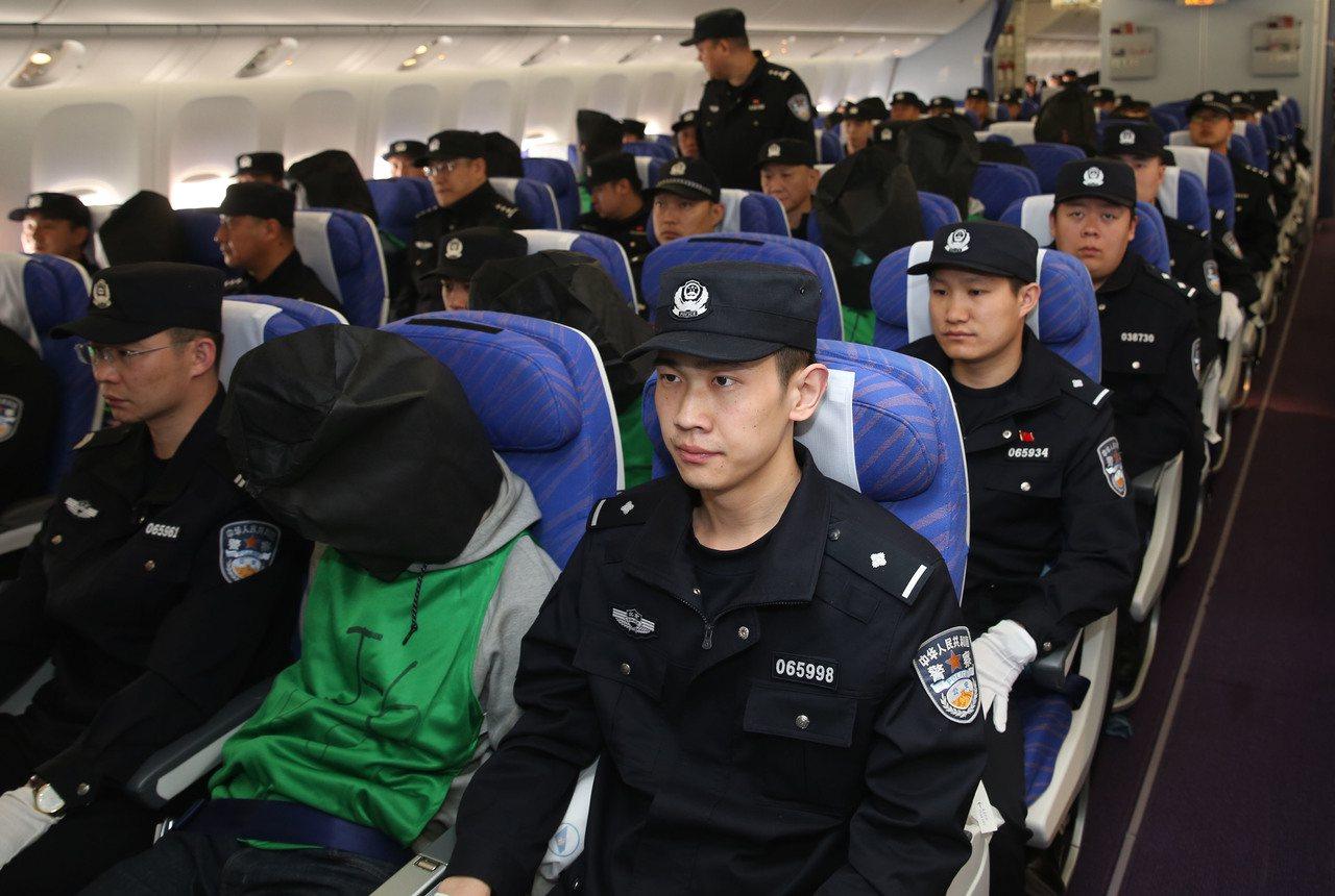 2016年4月13日中國大陸押解肯亞電信詐騙案第二批67名嫌犯(包括37名台籍嫌...
