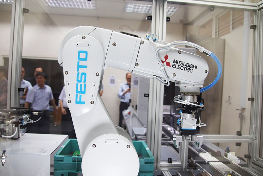 中央大學「Festo智慧工廠」的建置,在智能製造上已達世界領先的階段。 中央大學...
