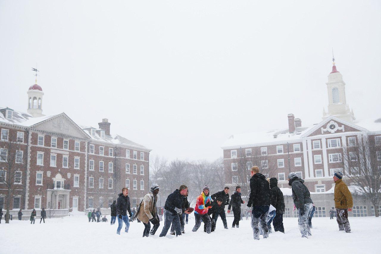 美國新聞與世界報導雜誌22日公布2020年度全球最佳大學排行榜,哈佛大學高居榜首...