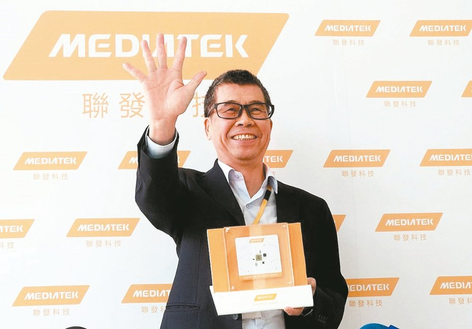 聯發科董事長蔡明介手比五,介紹公司5G系統單晶片。 圖/聯合報系資料照片